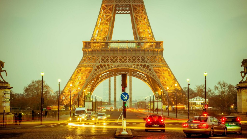 Es ist nicht alles Gold, was glänzt. Der Eiffelturm in Paris. Quelle: Pixabay