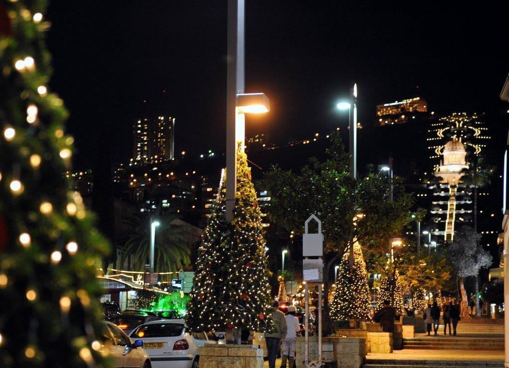 Haifa zur Weihnachts- und Chanukkazeit. Blick von der German Colony zu den Bahai Gärten. © Israelisches Tourismusministerium