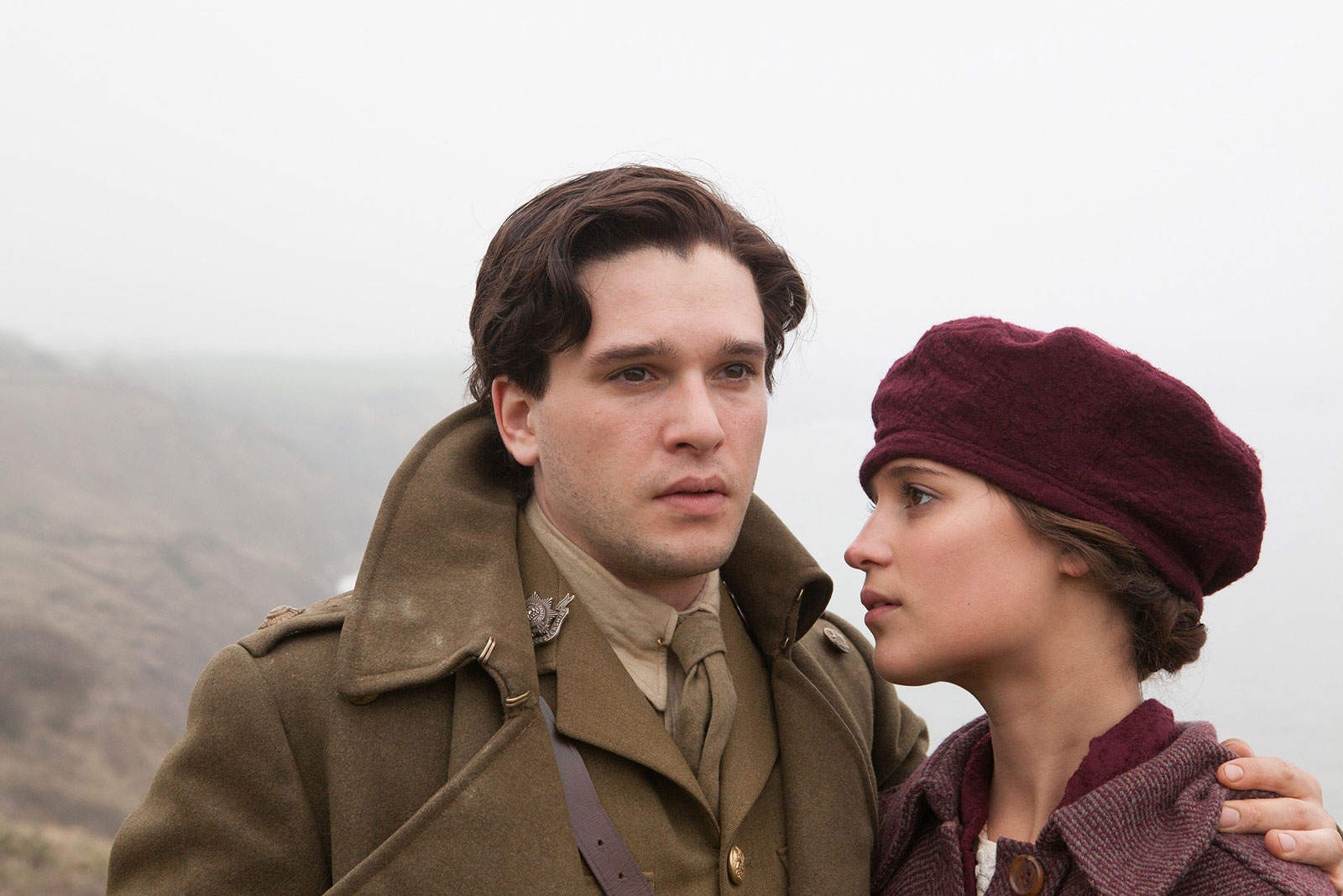 "Alicia Vikander und Kit Harington in dem Film ""Testament Of Youth"". © Mars Distribution"