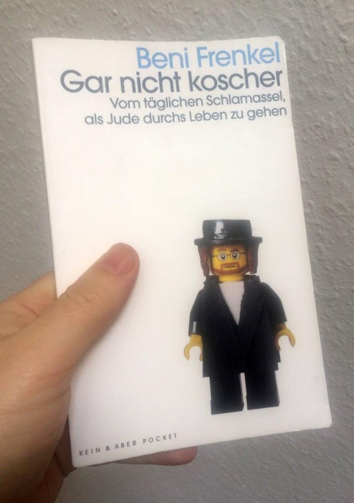 Beni Frenkel: Gar nicht koscher. Vom täglichen Schlamassel als Jude durchs Leben zu gehen. © Kein & Aber