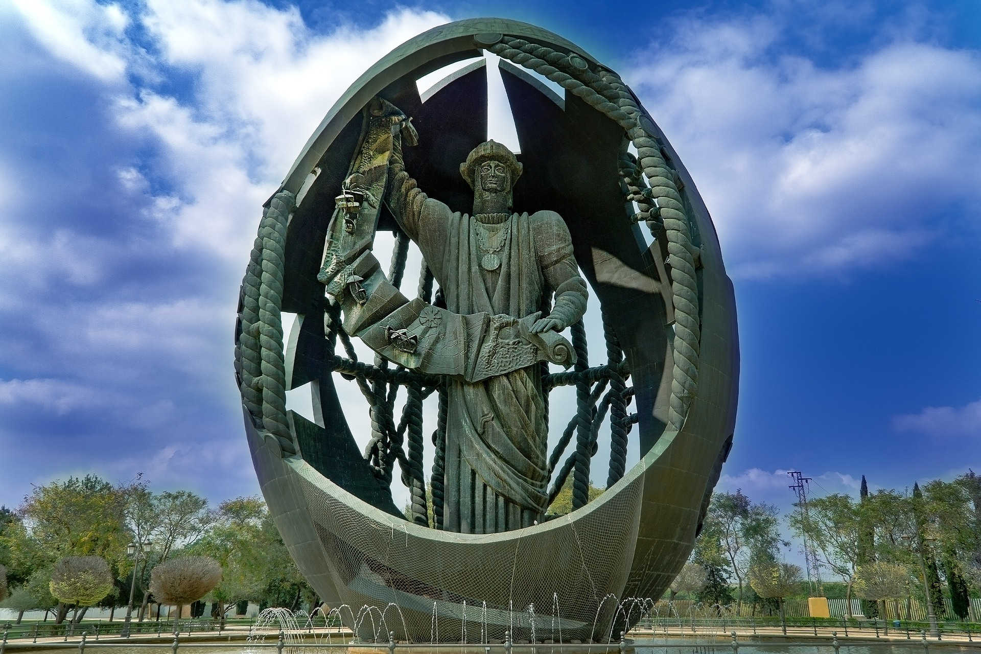 Kolumbus im Ei als Denkmal in Sevilla. Quelle: Pixabay